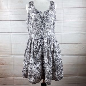 Gap sleeveless black &  white floral dress size 4